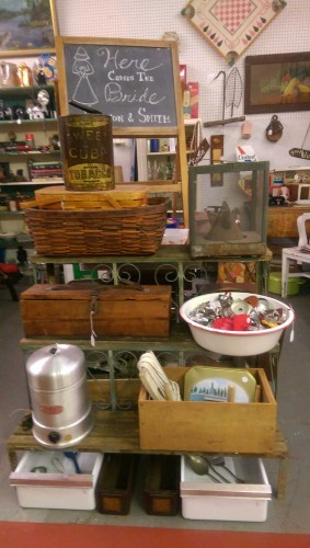 primitives-advertising-antiques-display-detriot-lakes-MN
