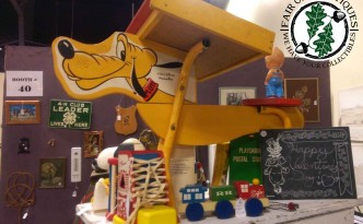 vintage-walt-disny-productions-pluto-child's-desk
