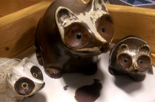 pigeon-forge-pottery-racoon